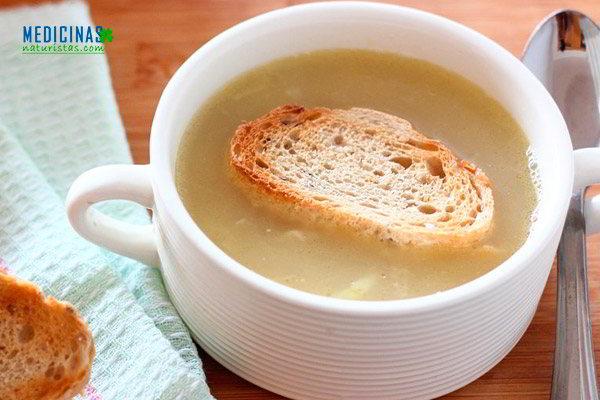 Sopa de cebolla para mejorar la garganta