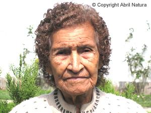 Persona de 50 Años manifestando los beneficios de nuestros productos y los resultados favorables contra el asma bronquial